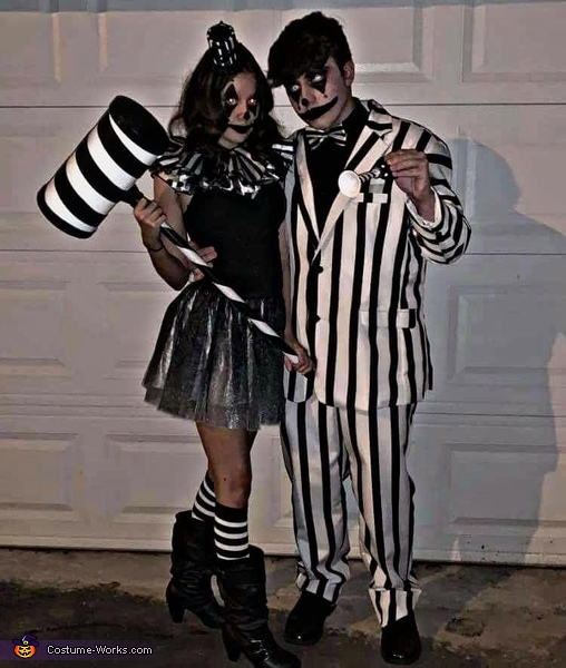 The circus is back in town., The Creepy Clown Couple Costume