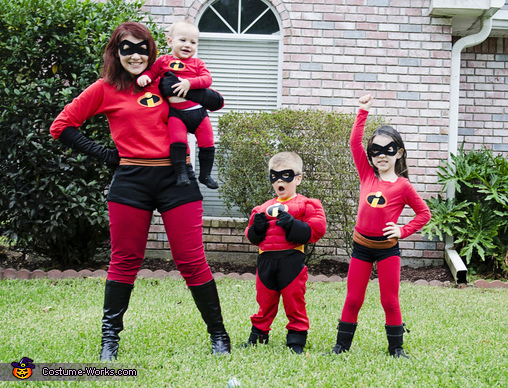 Mom and her little supers, The Incredibles Family Costumes