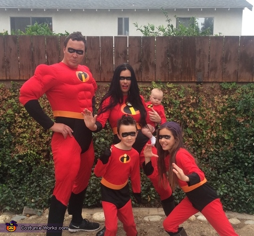 The Incredibles Family Costume  sc 1 st  Costume Works & The Incredibles Family Halloween Costume Idea