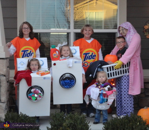 The Laundry Crew - Homemade costumes for families