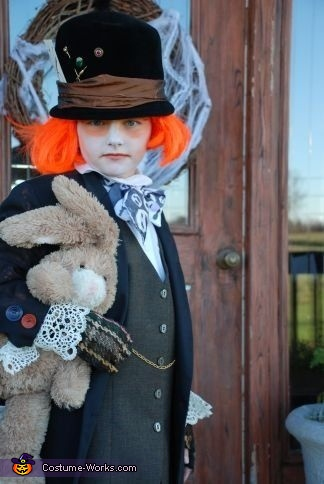 Diy Alice In Wonderland Character Costumes For Kids Mad Hatter Queen Of Hearts And Cheshire Cat Photo 3 3