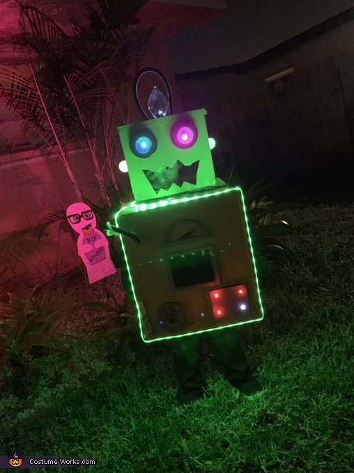 Yellow Bot!, The Mad Scientists and their Son-Bots Costume