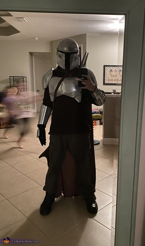 Glove is off only to take the picture, The Mandalorian Costume