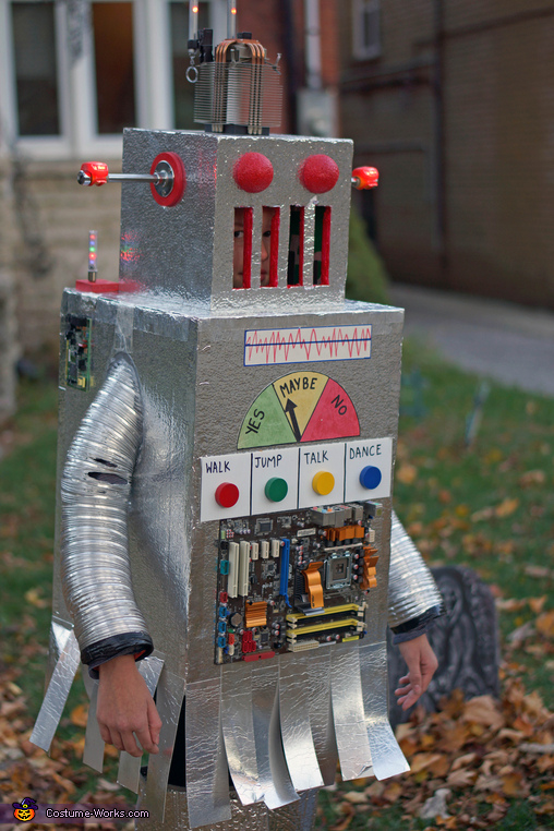 Hunting for intelligent life, The Mayan Robot Costume
