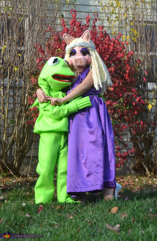 Miss Piggy & Kermit get into character, The Muppets Costume