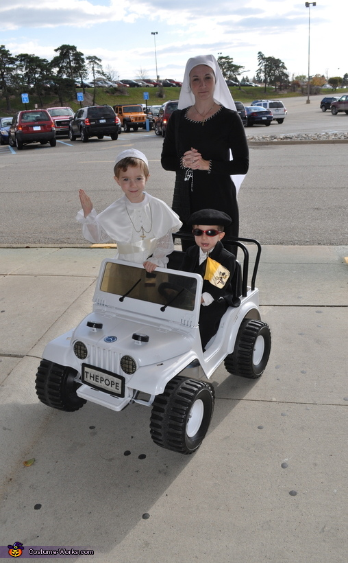 The Pope and His Bodyguard Costume