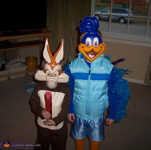 The Roadurnner and Wile E. Coyote3. Roadrunner & Wile E. Coyote - Homemade costumes for kids