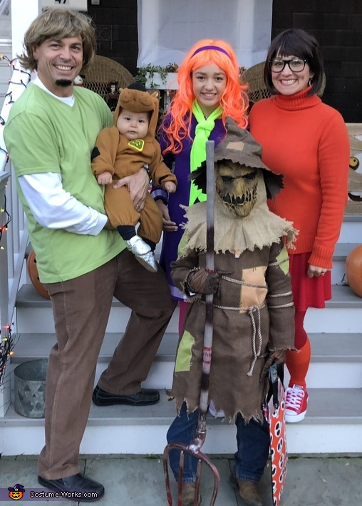 The Scooby Doo Gang captures the Villain Costume