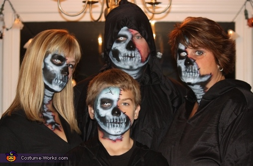 The entire Undead Family, The Undead Couple Costume