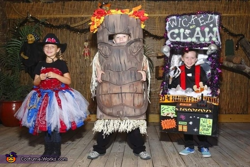 Legend at the zoo costume contest, The Wicked Claw Machine Costume
