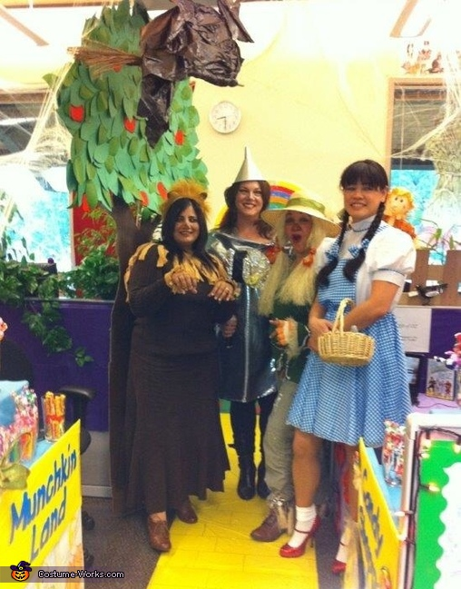 The Group , The Wizard of Oz Group Costume