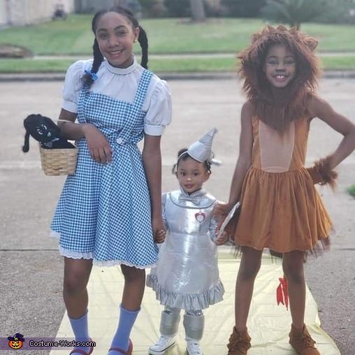 (Qayla) Dorothy, (Amor) TinTot, (Paige) CowardlyLion, The Wizard of Oz Of Texas Costume