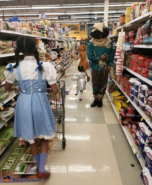Afterward we were hungry so we headed to Kroger's & created smiles, thumbs up, & a beautiful Halloween spirit, The Wizard of Oz Of Texas Costume