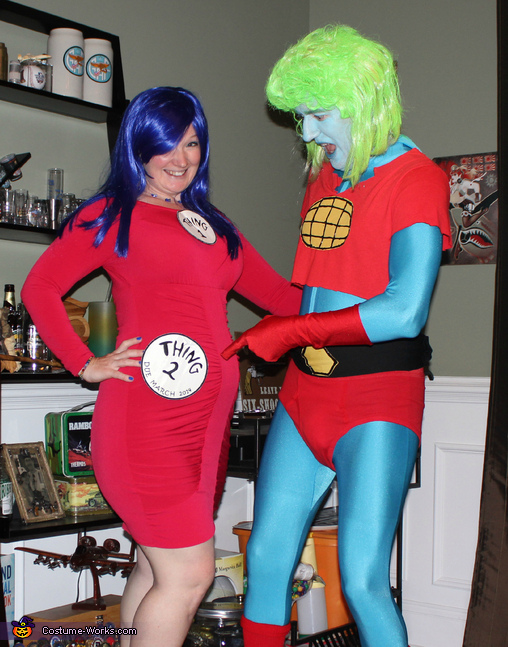 please ignore my captain planet husband, Pregnancy Costume: Thing 1 and Thing 2