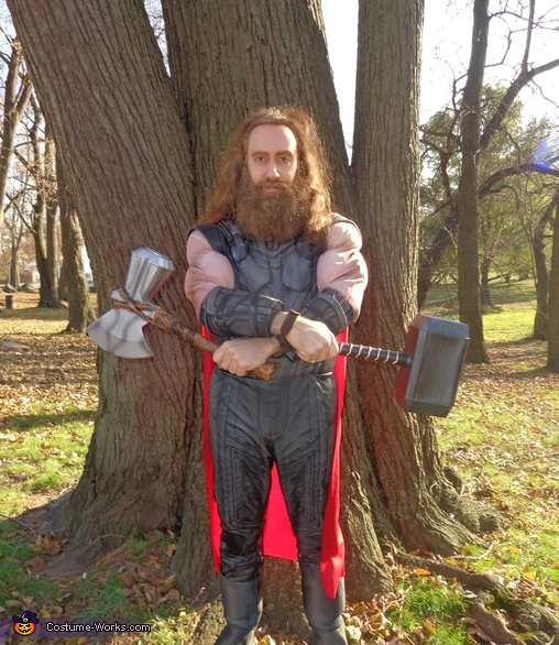 The Mighty God of Thunder with both of his trusty weapons, and sans helmet., Thor Odinson Costume