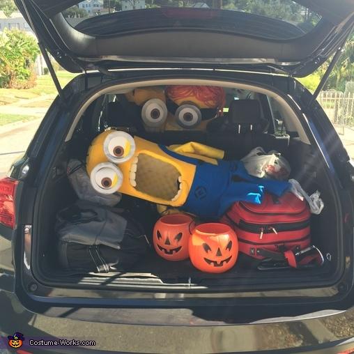 Minions Travel, Three Little Minions Costume