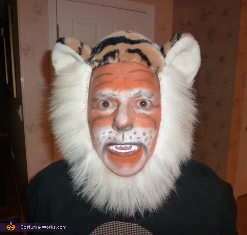 Tiger head, Tiger in a Cage Costume
