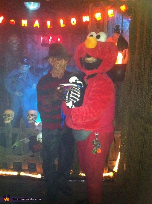 I am Elmo holding  skeleton cat Pooky., Tigger & Baby Tigger Costume