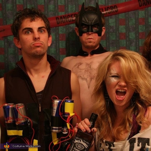 Ke$ha with the 'Jager bomber' and ...batman?, Tik Tok - Ke$ha Costume