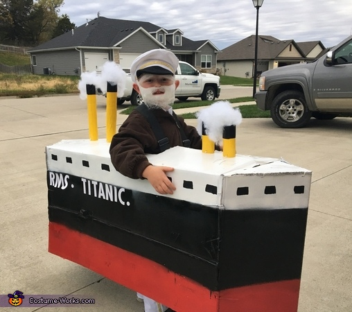 RMS Titanic, Titanic - Captain Smith Costume