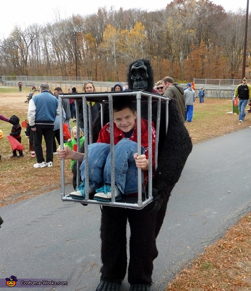 Gorilla carrying a Kid Costume