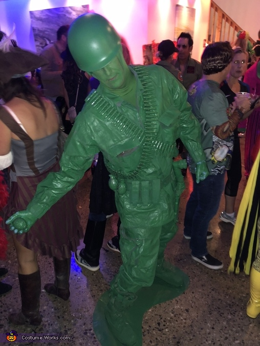 Throwing Grenade, Toy Soldiers Costume
