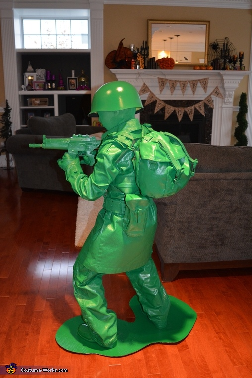 Freeze!, Toy Soldiers Costume