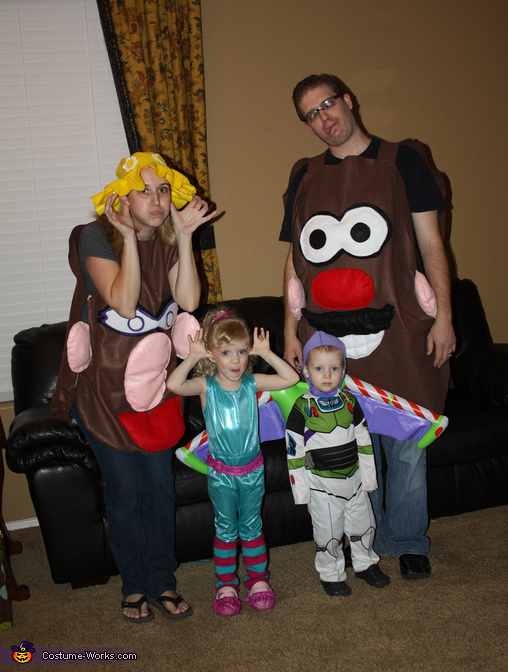 Silly costume pic, Toy Story 3 Family Costume