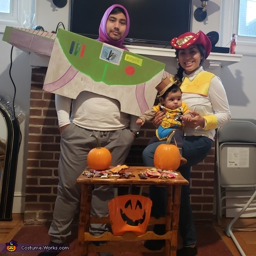 'Andy's coming!', Toy Story Fam Costume