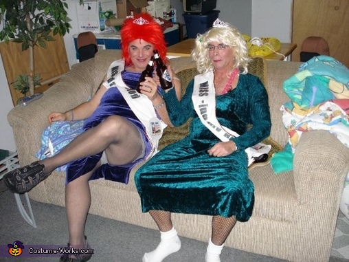 What beauty queens really do..., Trailer Trash Beauty Queens Group Costume