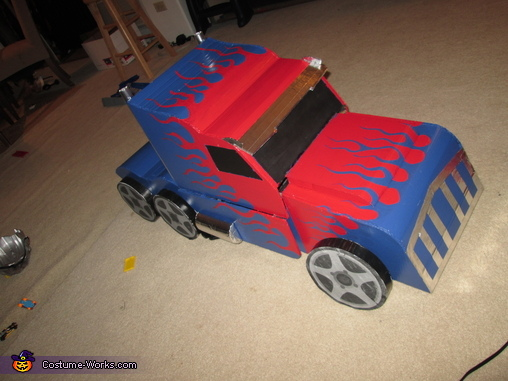 Optimus Prime - Truck Mode - Angle View, Transformers - Optimus Prime Costume