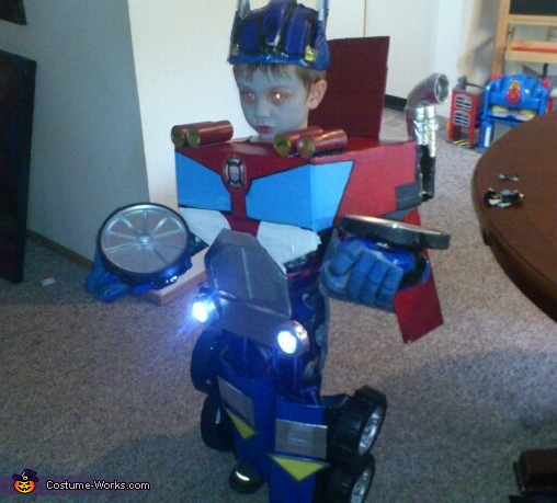 Lights work, Transforming Optimus Prime Costume