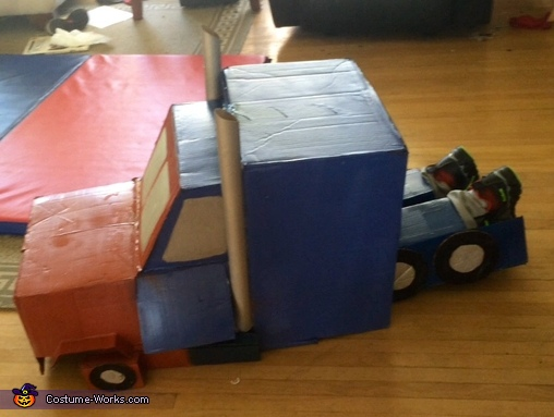 Side vehicle mode view, Transforming Optimus Prime Costume