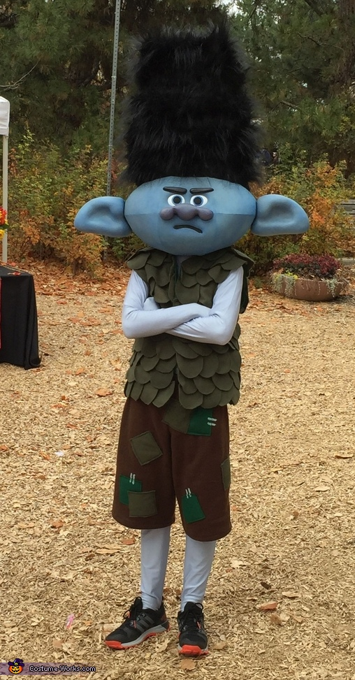 Branch acting all 'Branch', Trolls Family Costume