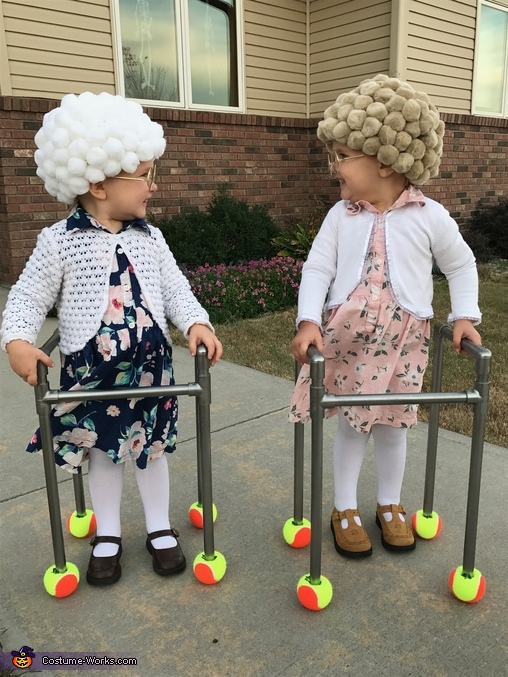 Are you as cute as I am?, Twin Old Ladies Costume