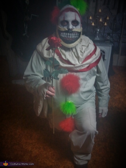 Twisty the Clown, Twisty the Clown Costume