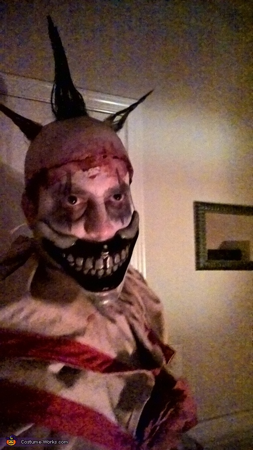 Twisty the Clown - in the dark, Twisty the Clown Costume