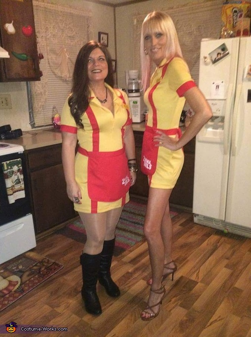 Two Broke Girls Costume Photo 45