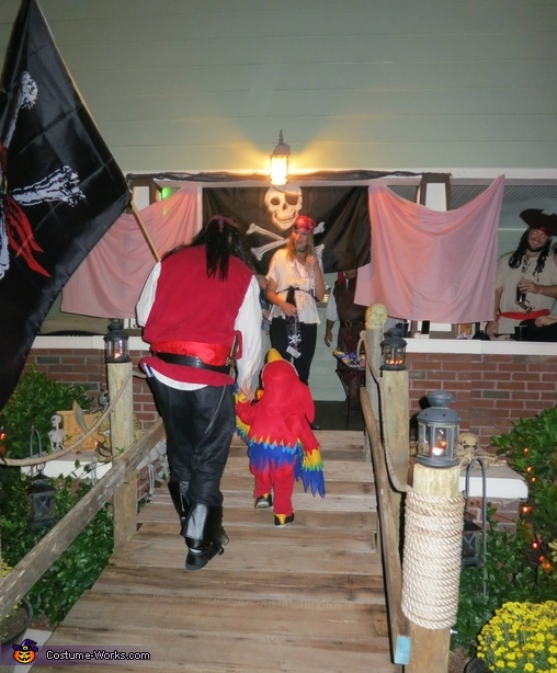 The Pirate House, Two Pirates and a Parrot Family Costume