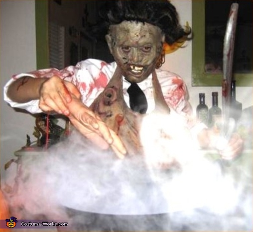 cooking up Lunch Ü, Chainsaw Massacre Costumes