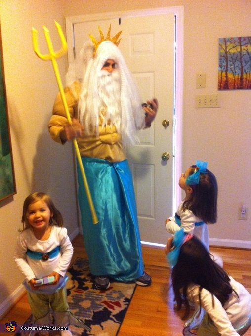 King triton surprising his mermaids, Under the Sea Family Costume