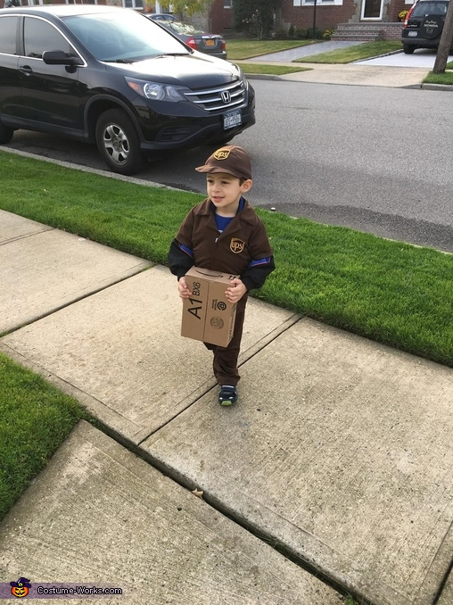No signature needed for this package, UPS Driver Costume