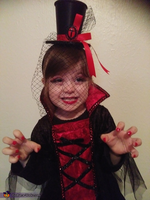 Vampiress Adalynne Costume