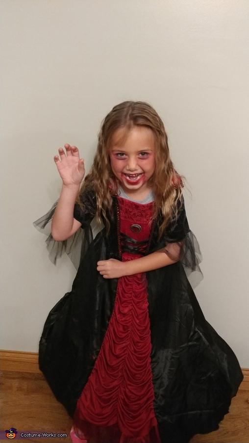 Sassy, Vampiress Costume