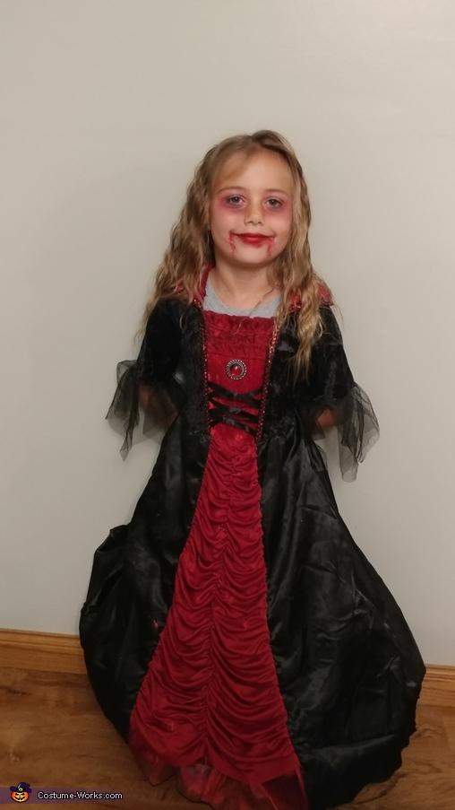 Vampiress serious, Vampiress Costume