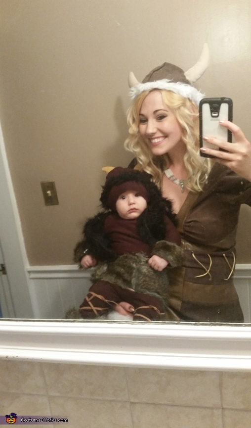 Arri with mama (my costume is not homemade), Viking Costume