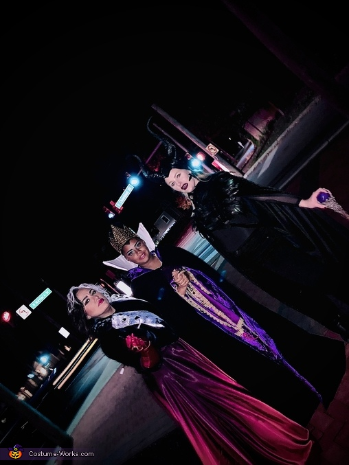 Evil out of on the town, Villains Costume