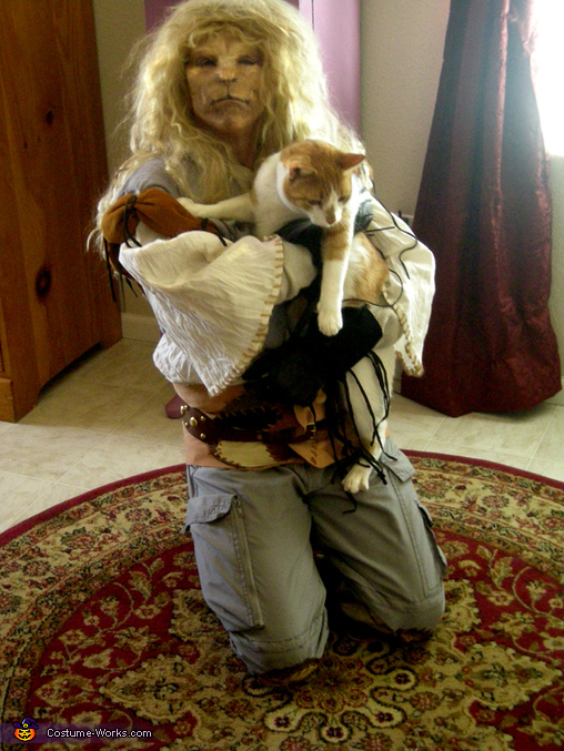 Vincent-Holding Rusty, Vincent Costume
