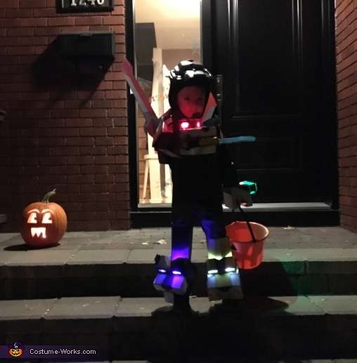 Voltron trick-or-treater, Voltron: Defender of the Universe Costume