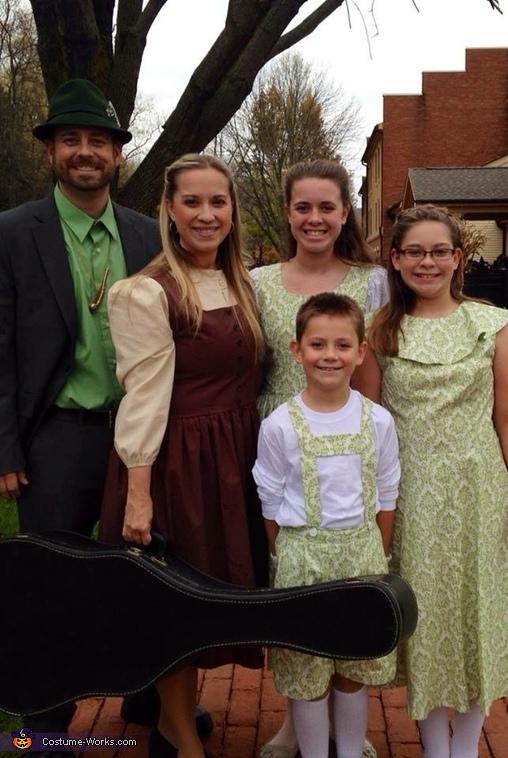 The Von Trapp Family singers!, Von Trapps Costume
